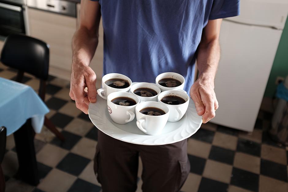Ovviamente avevamo dimenticato la moca e improvvisiamo un caffè alla turca.